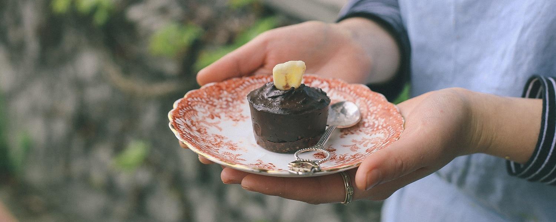 mondays-bananacado-cacao-slice